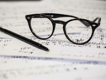 Why People Custom Reading Glasses?